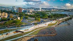 Orla Moacyr Scliar - Parque Urbano da Orla do Lago Guaíba, foi projetado pelo arquiteto Jaime Lerner, um dos cinco urbanistas mais influentes do século 20. A nova área de lazer e contemplação dos porto-alegrenses tem 1,3 quilômetros e fica entre a Usina do Gasômetro e a Rótula das Cuias.  FOTO: Jefferson Bernardes/ Agência Preview