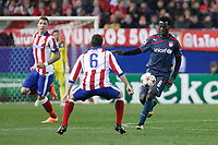 Atletico de Madrid´s Mandzukic (L) and Olympiacos´s N´Dinga during Champions League soccer match between Atletico de Madrid and Olympiacos at Vicente Calderon stadium in Madrid, Spain. November 26, 2014. (ALTERPHOTOS/Victor Blanco)