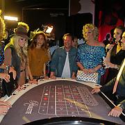 NLD/Amsterdam/20111026- Uitreiking Grazia Speel met Stijl 2011, divrse bn' ers gokken achter de roulette tafel