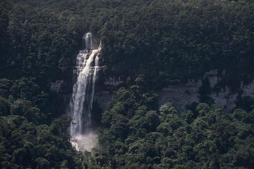 Waterfall off Tepuis <br /> (Flat-topped mountains)<br /> Pakaraima Mountains<br /> Potaro-Siparuni Region<br /> Brazil Guyana border<br /> GUYANA<br /> South America