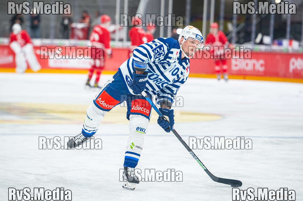 LAUSANNE, SWITZERLAND - OCTOBER 01: Sven Andrighetto #10 of ZSC Lions warms up prior the Swiss National League game between Lausanne HC and ZSC Lions at Vaudoise Arena on October 1, 2021 in Lausanne, Switzerland. (Photo by Monika Majer/RvS.Media)