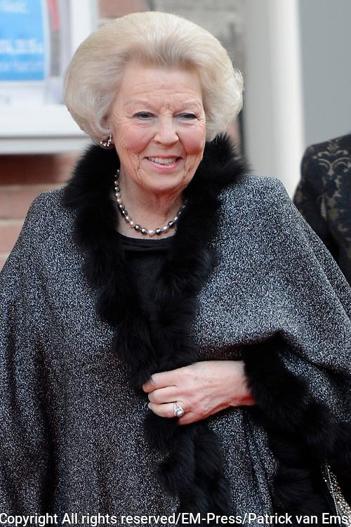 Aankomst koninklijke familie bij het Koningsdagconcert in de Philharmonie Haarlem.<br /> <br /> Arrival royal family at the Koningsdagconcert in the Philharmonie Haarlem.<br /> <br /> op de foto / On the photo: <br /> <br />  Prinses Beatrix / Princess Beatrix