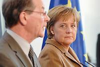 10 JAN 2007, BERLIN/GERMANY:<br /> Franz Muentefering (L), SPD, Bundesarbeitsminister, und Angela Merkel (R), CDU, Bundeskanzlerin, waehrend einer Pressekonferenz zu den Ergebnissen der vorangegangenen Kabinettsitzung, Bundeskanzleramt<br /> IMAGE: 20070110-01-018<br /> KEYWORDS: Franz Müntefering