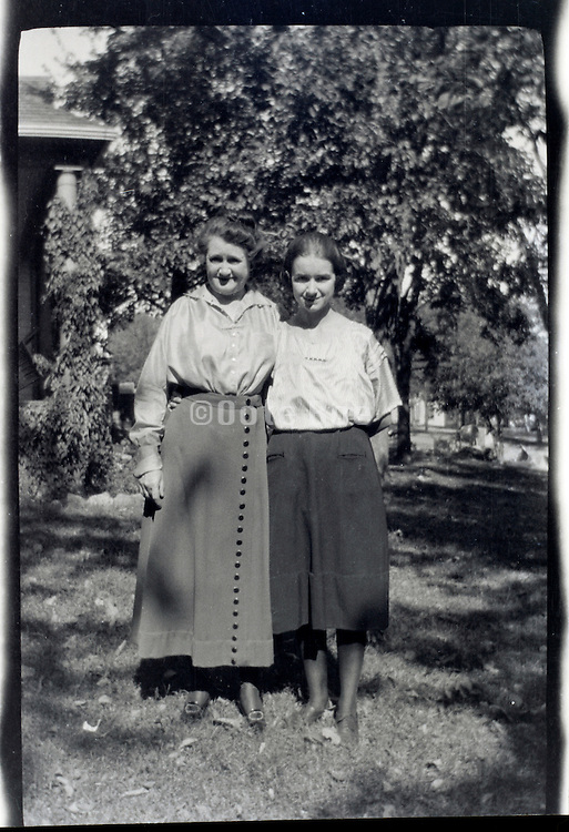 mother with her adult daughter 1920s 1930 USA