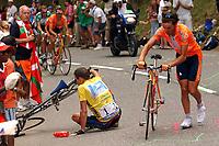 Sykkel<br /> Tour de France 2003<br /> <br /> NORWAY ONLY<br /> <br /> <br /> CYCLING - TOUR DE FRANCE 2003 - STEP15 - BAGNERES-DE-BIGORRE > LUZ-ARDIDEN - 21072003 - PHOTO: POOL / DPPI<br /> <br /> LANCE ARMSTRONG (USA) / US POSTAL SERVICE - IBAN MAYO (SPA) / EUSKALTEL EUSKADI - FALL