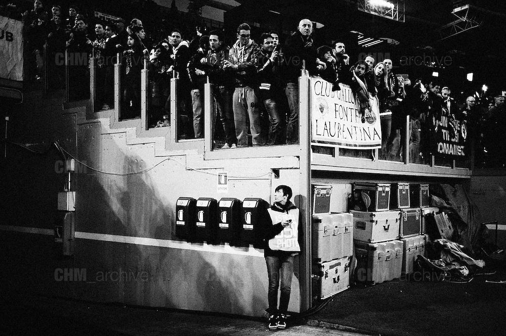 Lei osserva cosa accade sulla tribuna. Roma, stadio Olimpico 8 aprile 2013. Christian Mantuano / Oneshot