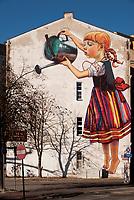 """25.10.2014 Bialystok Najslynniejszy bialostocki mural """" Dziewczynka z konewka """" autorstwa Natalii Rak - artystki zwiazanej ze street-artem - ukazal sie pod koniec wrzesnia br. na znaczku Poczty Polskiej N/z mural przy Alei Pilsudskiego fot Michal Kosc / AGENCJA WSCHOD"""