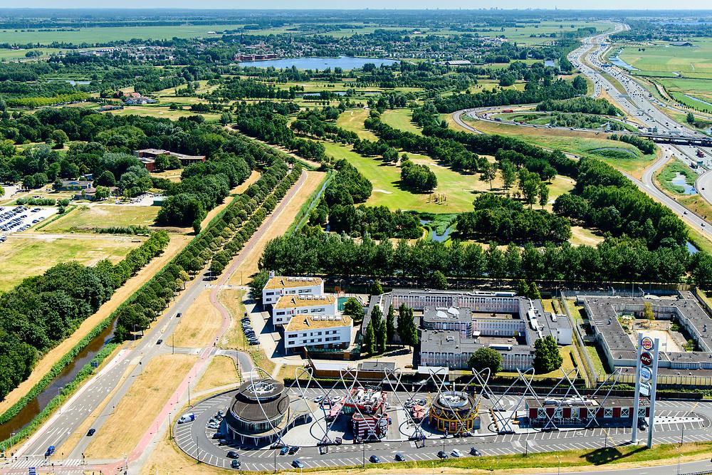 Nederland, Noord-Holland, Amsterdam, 29-06-2018; Amsterdam Zuidoost, Bullewijk, Tafelbergweg. Foodstrip Amsterdam (KFC, Burger King, Sizzling Wok). Naast de strip de Penitentiaire Inrichting (PI) Amsterdam, locatie Tafelbergweg (voorheen grenshospitium).<br /> Foodstrip Amsterdam, fast food, next to Fletcher Hotel.<br /> <br /> luchtfoto (toeslag op standard tarieven);<br /> aerial photo (additional fee required);<br /> copyright foto/photo Siebe Swart