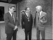 10/09/1988<br /> 09/10/1988<br /> 10 September 1988<br /> ROSC 1988 Exhibition at the Guinness Hop Store. <br /> Sir Norman Mcfarlane visits ROSC '88. Sir Norman (right) chats with Alderman Ben Briscoe, T.D. Lord Mayor of Dublin.