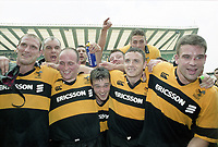 Rugby Union - 2000 Tetley's Bitter [RFU Club] Cup Final - London Wasps 31 Northampton 23<br /> <br /> Wasps players, including captain Lawrence Dallaglio, Andy Reed, Alex King, Rob Henderson, Joe Worsley, celebrate victory at Twickenham.<br /> <br /> 13/05/2000