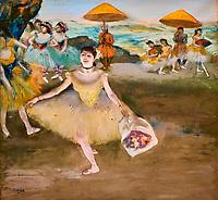 France, Paris (75), zone classée Patrimoine Mondial de l'UNESCO, les Tuileries, le musée de l'Orangerie, Danseuse au bouquet, saluant la scène par Edgar Degas, 1878 // France, Paris, les Tuileries, museum of Orangerie, Danseuse au bouquet, saluant la scène by Edgar Degas, 1878