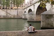 Alone in Paris . Seul a Pariis PR387A