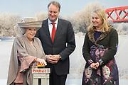 Koningin Beatrix opent nieuwe spoorlijn Hanzelijn op station Lelystad.De koningin is de eerste officiele reiziger in haar eigen koninklijke trein. Aan het spoortraject, dat de Randstad met het noorden van Nederland verbindt, is 6 jaar lang gewerkt. ///// Queen Beatrix opens the new railway line (Hanzelijn) in Lelystad.The Queen is the first official passenger in her own royal train. The railway line connects  the Randstad to the north of the Netherlands.<br /> <br /> Op de foto/ On the photo:  Koningin Beatrix, directeur Bert Meerstadt van NS en minister Melanie Schultz van Hagen van Instrastructuur en Milieu tijdens de opening van de nieuwe Hanzelijn. //// Queen Beatrix, director Bert Meerstadt NS and Minister Melanie Schultz van Hagen of Instrastructuur and Environment at the opening of the new Hanzelijn.