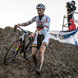 2019-12-14 Cycling: dvv verzekeringen trofee: Ronse: what goes up must come down, Marcel Meissen struggeling on a slippery descend