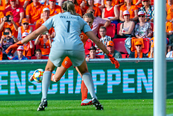 01-06-2019 NED: Netherlands - Australia, Eindhoven<br /> <br /> Friendly match in Philips stadion Eindhoven. Netherlands win 3-0 / Vivianne Miedema #9 of The Netherlands, goalkeeper Lydia Williams #1 of Australia