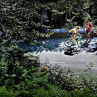 Frankrijk, Saudet, 10-07-2015.<br /> Wielrennen, Tour de France.<br /> Etappe van Tarbes naar La Pierre-Saint-Martin<br /> Robert Gesink rijdt op 7 km voor de top en finish alleen op kop maar zal uiteindelijk 4e worden.<br /> Foto: Klaas Jan van der Weij