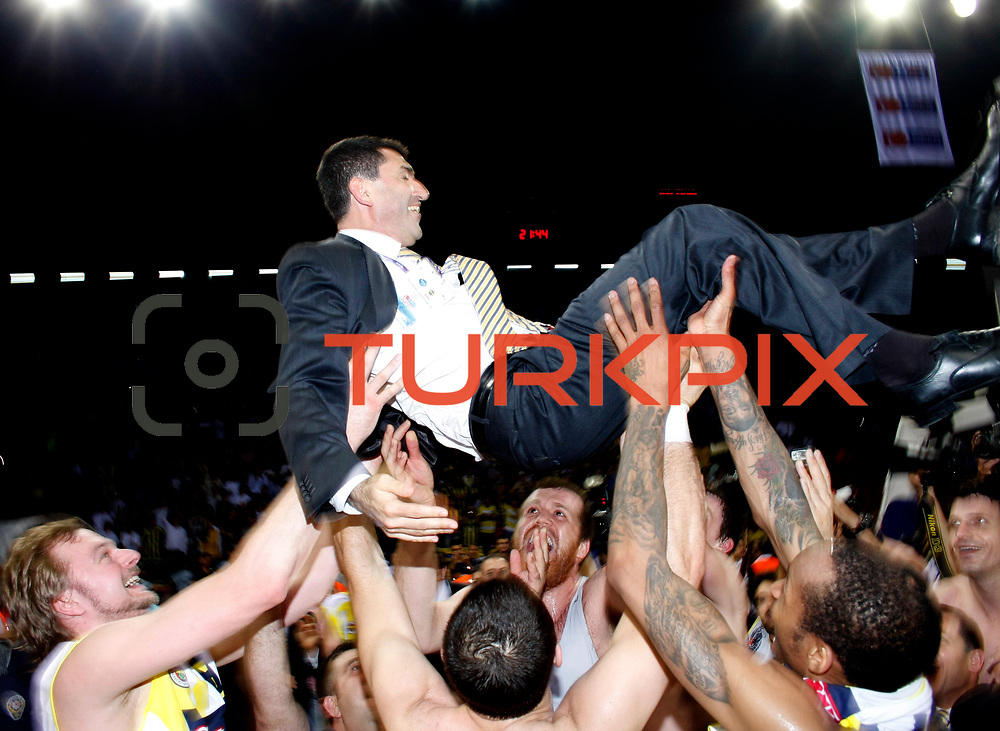 Fenerbahce Ulker's players celebrate victory during their Turkish Basketball league Play Off Final Sixth Leg match Fenerbahce Ulker between Efes Pilsen at the Abdi Ipekci Arena in Istanbul Turkey on Wednesday 02 June 2010. Photo by TURKPIX