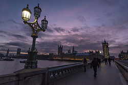© Licensed to London News Pictures. 30/01/2018. LONDON, UK.  The sun sets behind the Houses of Parliament, as seen from Westminster Bridge.  Photo credit: Stephen Chung/LNP