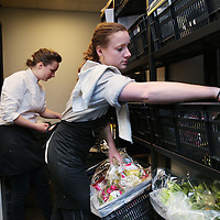 Nederland, Amsterdam, 8 juli 2015.<br /> Restaurant Instock aan de Czaar Peterstraat.<br /> Wie zijn wij<br /> Onze chefs koken met producten die normaal gesproken ons bord niet halen. Elke dag is het een verrassing wat 'de oogst van de dag' wordt. Wij staan voor goede en inventieve gerechten, we benutten onze producten maximaal en we houden van een open discussie.<br /> Met ons café restaurant, de toko en de foodtruckverminderen wij voedselverspilling. Zodat we zoveel mogelijk van ons eten genieten en zo min mogelijk verspillen.<br /> <br /> <br /> <br /> Foto: Jean-Pierre Jans