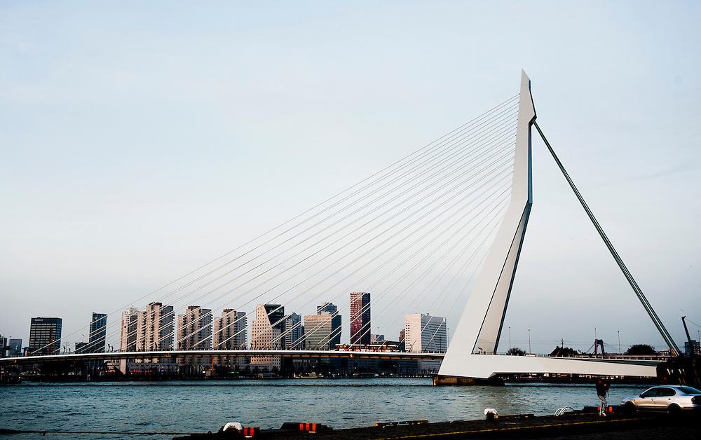 Nederland, Rotterdam, 12 nov  2011.Erasmusbrug, maas,  .Foto(c): Michiel Wijnbergh