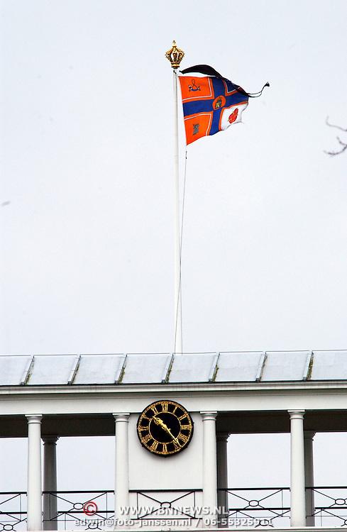 Overlijden prinses Juliana, persoonlijke vlag met rouwwimpel