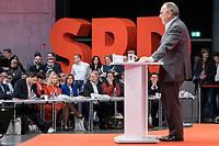 06 DEC 2019, BERLIN/GERMANY:<br /> Lars Klingbeil, SPD Generalsekretaer, Saskia Esken, MdB, SPD, Kandidatin fuer das Amt der Parteivorsitzenden, Manuela Schwesig, SPD, Ministerpraesidentin Mecklenburg-Vorpommern, Maliu Dreyer, SPD, Ministerpraesidentin Rheinland-Pfalz und komm. Parteivorsitzende, Olaf Scholz, SPD, Bundesfinanzminister, Klara Geywitz, SPD, Rolf Muetzenich, SPD Fraktionsvorsitzender, (hinten v.L.n.R.) im waehrend der Bewerbungsrede von Norbert Walter-Borjans (vorne), SPD, Minister a.D., Kandidat fur das Amt des Parteivorsitzenden,SPD Bundesprateitag, CityCube<br /> IMAGE: 20191206-01-035<br /> KEYYWORDS: Party Congress, Parteitag, Ralf Mützenich