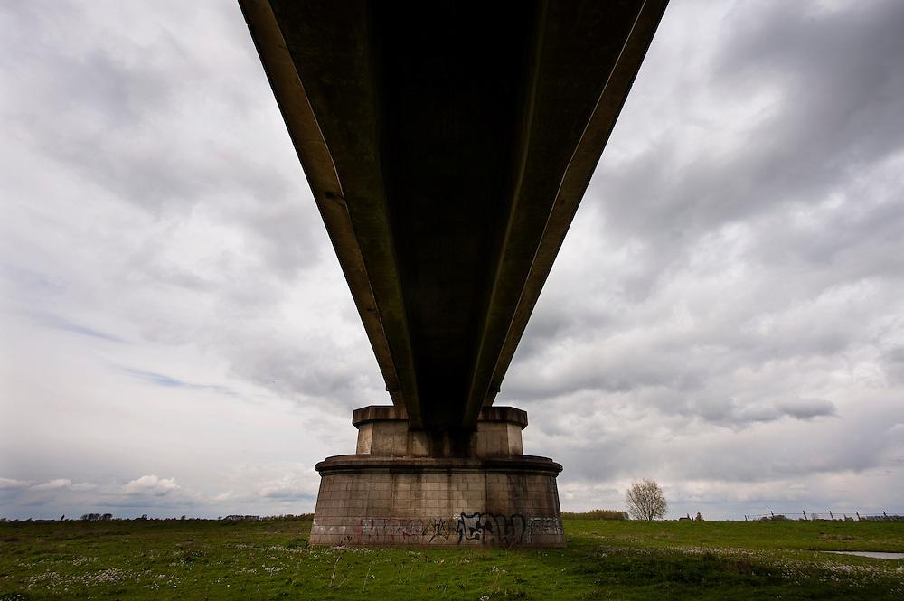 Nederland, Culemborg, 19 april 2012.Spoorbrug over de Lek,  .Foto(c): Michiel Wijnbergh