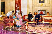 Zijne Majesteit Koning Willem-Alexander en Hare Majesteit Koningin Máxima brengen op uitnodiging van president Ram Nath Kovind een staatsbezoek aan de Republiek India.<br /> <br /> His Majesty King Willem-Alexander and Her Majesty Queen Máxima on a state visit to the Republic of India at the invitation of President Ram Nath Kovind.<br /> <br /> Op de foto / On the photo: Staatsbanket Rashtrapati Bhavan / Rashtrapati Bhavan State Banquet