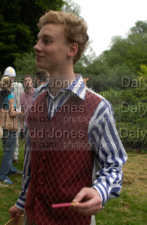 Christian Stobbs. The Dangerous Sports Club host the innauguaral Oxford V  Cambridge Punt Race. University Parks. Oxford. 25 June 2005. 25 June 2005. ONE TIME USE ONLY - DO NOT ARCHIVE  © Copyright Photograph by Dafydd Jones 66 Stockwell Park Rd. London SW9 0DA Tel 020 7733 0108 www.dafjones.com