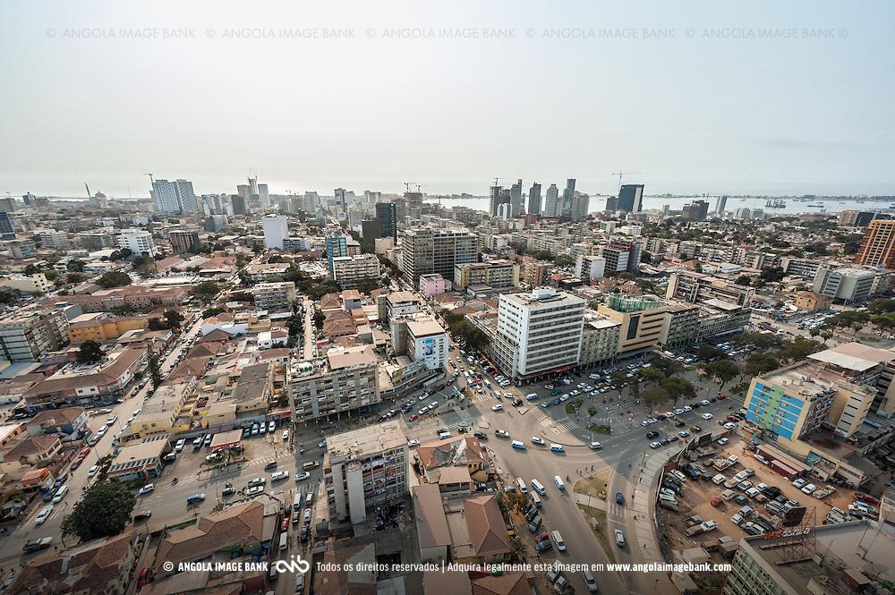 Vista aérea da cidade Luanda, capital de Angola. Bairro do Maculusso
