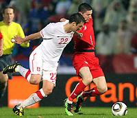 Fotball<br /> Polen v Serbia<br /> Kufstein Østerrike<br /> 02.06.2010<br /> Foto: Gepa/Digitalsport<br /> NORWAY ONLY<br /> <br /> FIFA Weltmeisterschaft 2010 in Suedafrika, Vorberichte, Vorbereitung, Vorbereitungsspiel, Freundschaftsspiel, Laenderspiel, Serbien vs Polen. <br /> <br /> Bild zeigt Zdravko Kuzmanovic (SRB) und Maciej Rybus (POL).