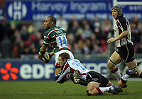 Photo: Rich Eaton.<br /> <br /> Leicester Tigers v Newcastle Falcons. Guinness Premiership. 27/01/2007. Jonny Wilkinson of Newcastle Falcons tackles Leon Lloyd