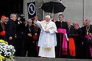 © Filippo Alfero<br /> Visita Pastorale del Papa Benedetto XVI in occasione dell'ostensione della Sindone a Torino<br /> Torino, 02/05/2010<br /> cronaca<br /> Nella foto: Papa Benedetto XVI Joseph Ratzinger