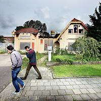 Nederland, Amsterdam , 7 september 2011..N.V. Oliefabriek Insulinde aan de Cruiqiusweg 91 wordt gesloopt..De buurtbewoners zijn er tegen..Foto:Jean-Pierre Jans