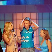 NLD/Hilversum/20070302 - 8e Live uitzending SBS Sterrendansen op het IJs 2007 de Uitslag, Thomas Berge en schaatspartner Nina Ulanova, Nance Coolen, hoort geemotioneerd de uitslag