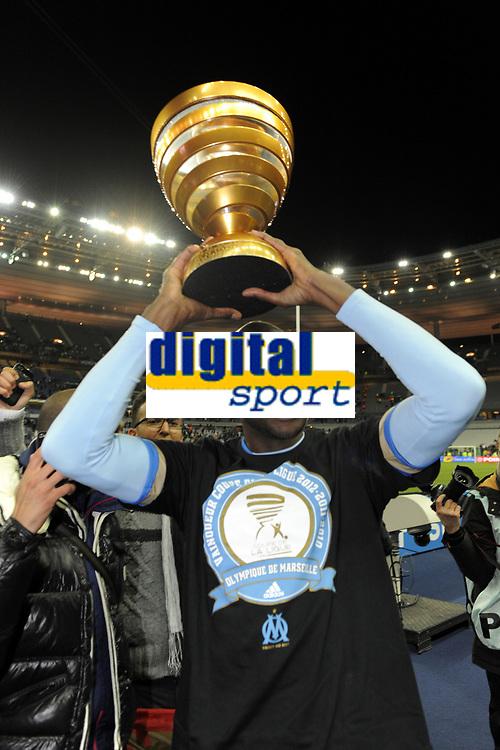 FOOTBALL - FRENCH LEAGUE CUP 2011/2012 - FINAL - OLYMPIQUE LYONNAIS v OLYMPIQUE MARSEILLE - 14/04/2012 - PHOTO JEAN MARIE HERVIO / REGAMEDIA / DPPI - CELEBRATION ALOU DIARRA (OM) AFTER THE VICTORY
