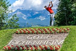 THEMENBILD - Ein Golfspieler am Golfclub Eichenheim mit dem Wilden Kaiser als Bergpanorama, aufgenommen am 04. Juli 2017, Kitzbühel, Österreich // A golf player at the Eichenheim Golfclub with the Wilder Kaiser as a mountain panorama at Kitzbühel, Austria on 2017/07/04. EXPA Pictures © 2017, PhotoCredit: EXPA/ Stefan Adelsberger