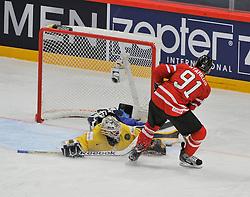 01.05.2013, Globe Arena, Stockholm, SWE, IIHF, Eishockey WM, Vorberichte, im Bild Sverige Sweden 1 Goalkeeper Jhonas Enroth räddar saveCanada Kanada 91 Steven Stamkos // during the IIHF Icehockey World Championship Game between Canada and Sweden at the Ericsson Globe, Stockholm, Sweden on 2013/05/16. EXPA Pictures © 2013, PhotoCredit: EXPA/ PicAgency Skycam/ Simone Syversson..***** ATTENTION - OUT OF SWE *****