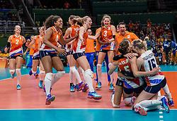16-08-2016 BRA: Olympic Games day 11, Rio de Janeiro<br /> De Nederlandse volleybalsters staan in de olympische halve finales. In een overtuigende wedstrijd, waarin alleen de derde set werd verloren, was Oranje te sterk voor Zuid-Korea: 25-19, 25-14, 23-25 en 25-20 / Debby Stam-Pilon #16, Laura Dijkema #14, Myrthe Schoot #9, Anne Buijs #11, Lonneke Sloetjes #10, Robin de Kruijf #5, Celeste Plak #4, Judith Pietersen #8, Coach Giovanni Guidetti, Yvon Belien #3