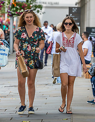 © Licensed to London News Pictures. 22/07/2020. London, UK. Shoppers enjoys the warm sunshine on the King's Road in Chelsea as weather forecasters predict 26c today as Londoners get ready for Friday when masks become compulsory in shops in England. Photo credit: Alex Lentati/LNP