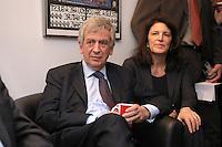 24 FEB 2008, BERLIN/GERMANY:<br /> Michael Naumann, SPD, Spitzenkandidat bei der Hamburger Buergerschaftswahl, und seine Ehefrau Marie Warburg, beobachten die ersten Prognosen zum Ergebnis der Wahl im Fernsehen, Kurt-Schumacher-Haus<br /> IMAGE: 20080224-01-003<br /> KEYWORDS: Fernseher, TV, Bürgerschaftswahl, Landtagswahl, Hochrechnungen