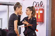 Laura Paris atleta italiana di ginnastica ritmica fa parte della Nazionale Italiana. In questa foto è insieme alla sorella Francesca prima di una gara.