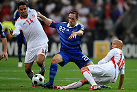 Fotball<br /> Frankrike v Tunis<br /> Foto: DPPI/Digitalsport<br /> NORWAY ONLY<br /> <br /> FOOTBALL - FRIENDLY GAMES 2008/2009 - FRANCE v TUNISIA - 14/10/2008 - FRANCK RIBERY (FRA) / WISSEM BEN YAHIA / YASSINE MIKARI (TUN)
