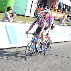 18-06-2017: Wielrennen: NK Paracycling: Montferlands-Heerenberg (NED) wielrennen  <br />Loes Bloo (Raalte) Haileigh Dolman