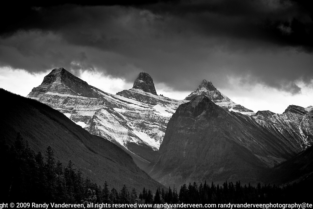 Photo Randy Vanderveen.Jasper AB.02/10/09.Mountains in  Jasper National Park south on the Icefields Parkway