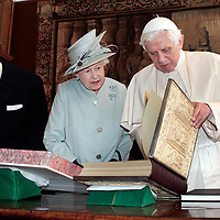 The Queen with the Pope,Edinburgh.Photograph David Cheskin.