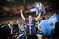 joie de Zlatan Ibrahimovic (PSG) avec le trophee