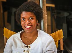"""PORTO ALEGRE, RS, BRASIL, 21-01-2017, 13h42'59"""":  Desiree dos Santos, 32, no Matehackers Hackerspace da Associação Cultural Vila Flores, no bairro Floresta da capital gaúcha. A  Consultora de Desenvolvimento de Software na empresa ThoughtWorks fala sobre as dificuldades enfrentadas por mulheres negras no mercado de trabalho.(Foto: Gustavo Roth / Agência Preview) © 21JAN17 Agência Preview - Banco de Imagens"""