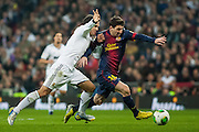 Carvalho try to content Messi in penalty area