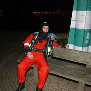 Eindejaarsoefening brandweer Huizen.duikers, duikers, vermoeid, bankje, avond, nacht